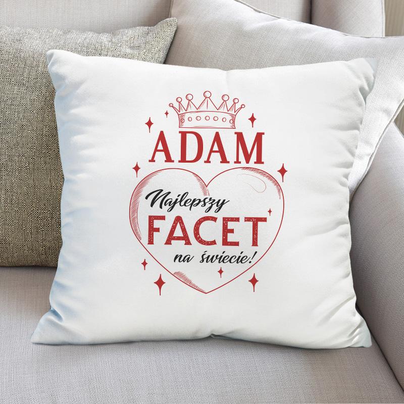 Poduszka z nadrukiem na Walentynki dla faceta. Idealnie sprawdzi się jako prezent walentynkowy. Poduszka jest w białym kolorze, posiada kolorowy nadruk.