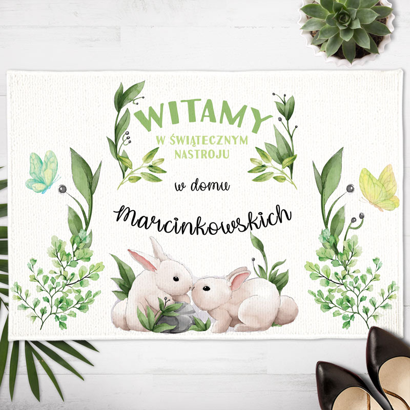 Dywanik wielkanocny z nazwiskiem rodziny z grafiką z zajączkami i zielonymi gałązkami. Efektowna dekoracja wielkanocna do domu.