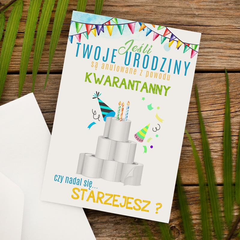 Kartka na urodziny z tortem z papieru toaletowego i śmiesznymi życzeniami, które mówią o obecnej sytuacji
