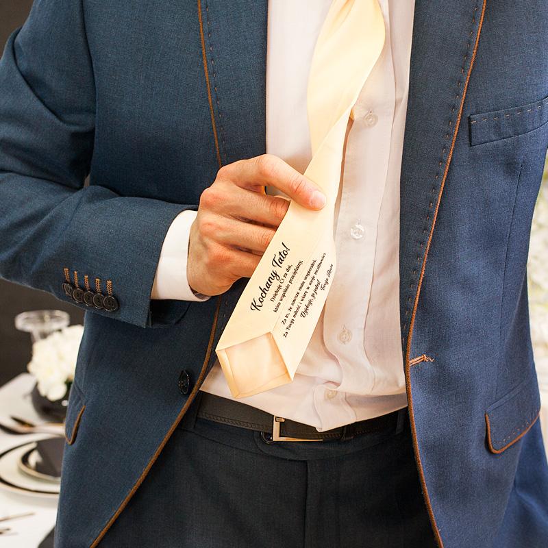 Personalizowany prezent ślubny dla taty. Personalizowany tekst podziękowań znajduje się na odwrocie, w dolnej części.