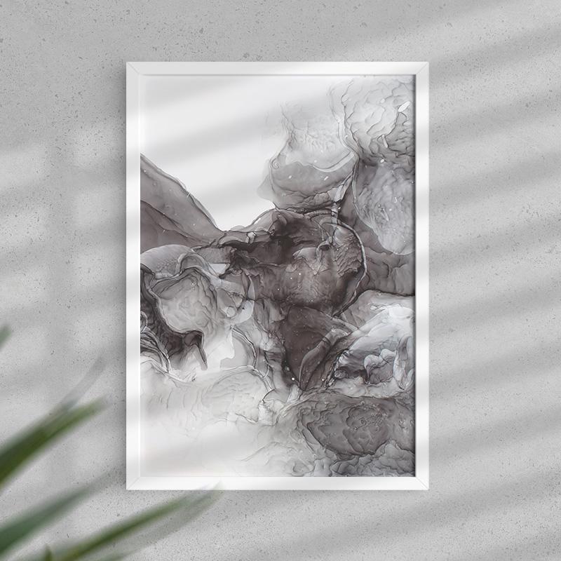 Plakat ozdobny w ciemnej kolorystyce. Przedstawia motyw z ciemnymi obłokami.
