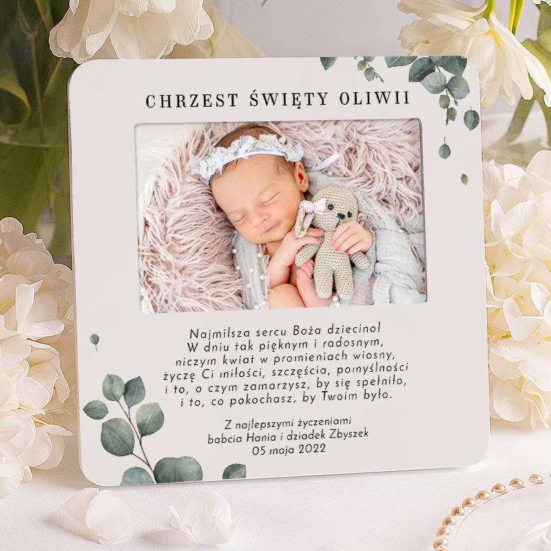 Ramka na zdjęcie pamiątka chrztu dla dziecka. Pod zdjęciem znajdują się życzenia wraz z podpisem i datą.