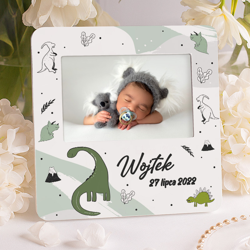 Ramka na zdjęcie w dinozaury i z imieniem dziecka oraz datą narodzin.