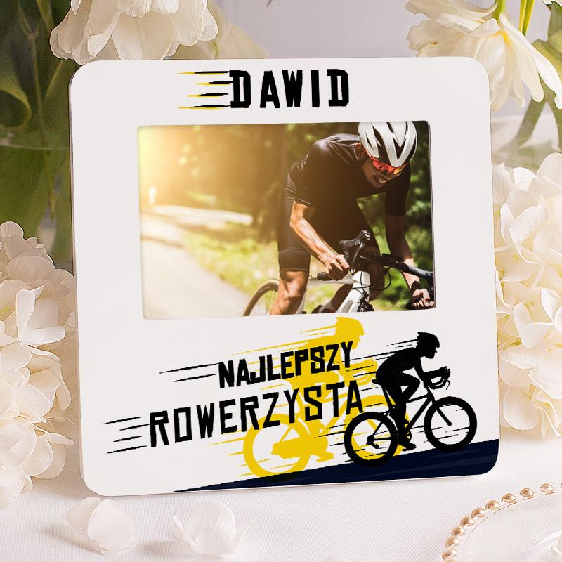 Prezent dla fana rowerów w postaci personalizowanej ramki na zdjęcie. Ramka wzbogacona jest o grafikę przedstawiającą rowerzystę.