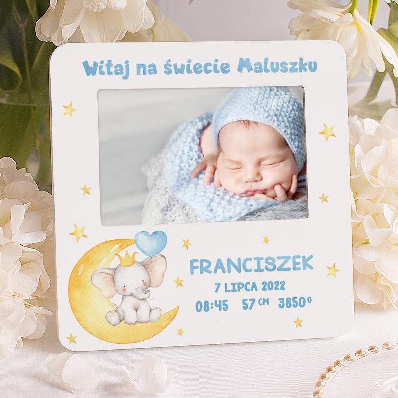 Personalizowana ramka na narodziny w białym kolorze, wzbogacona o grafikę słonika. Świetny upominek dla chłopca.