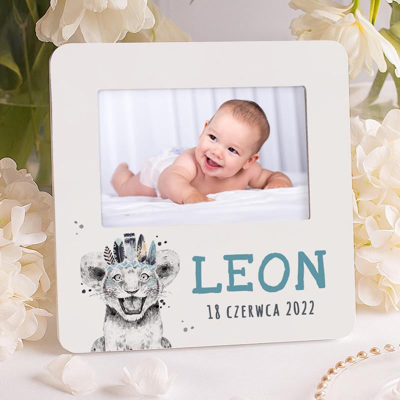 Ramka foto na urodzinki dziecka w białym kolorze, wzbogacona o grafikę tygryska w niebieskiej kolorystyce.