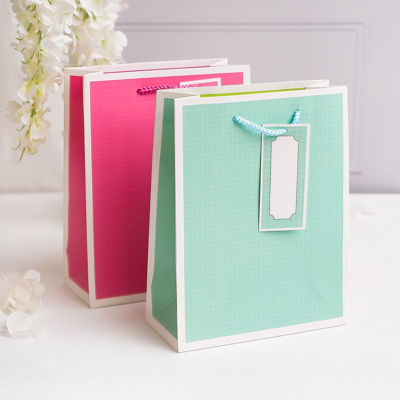 Torebki do zapakowania prezentu w dwóch kolorach - różowy lub miętowy.