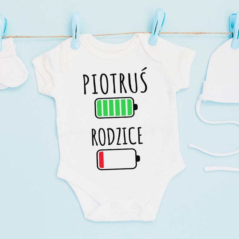 Personalizowane body z nadrukiem w białym kolorze. Idealny prezent na narodziny.