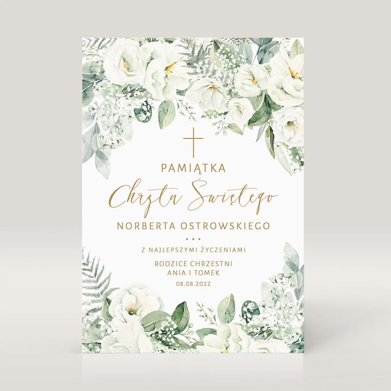 Kartka na chrzest z personalizacją i białymi kwiatami.