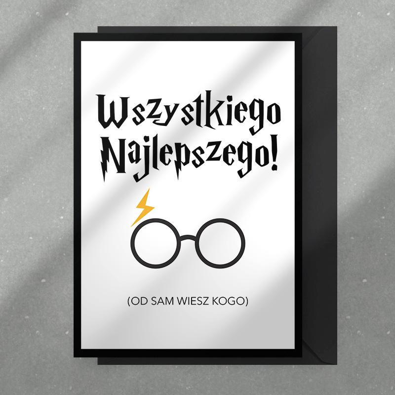 Pesonalizowana kartka z życzeniami dla mugola, który uwielbia historie z Harrym Potterem. Na okładce znajdują się okulary blizna i podpis - sam wiesz od kogo.