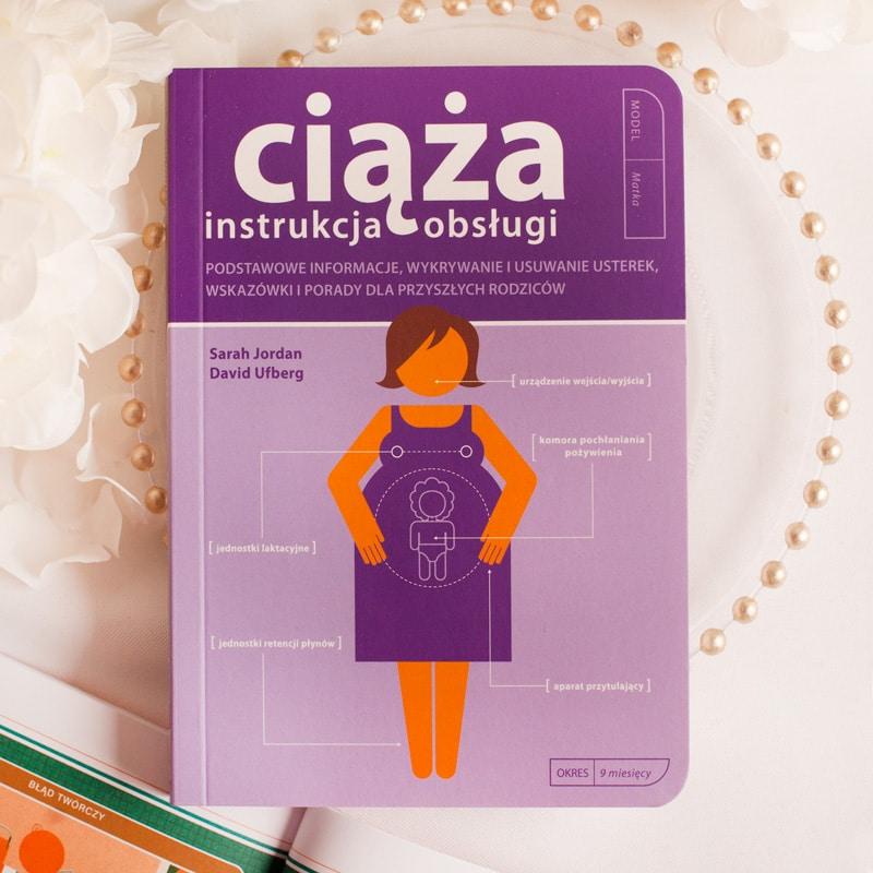 Książka o tytule Ciąża instrukcja obsługi to znakomity pomysł na prezent dla przyszłej mamy i przyszłego taty. Ciekawe wydanie, z prostym językiem i bogatymi w szczegóły obrazkami.