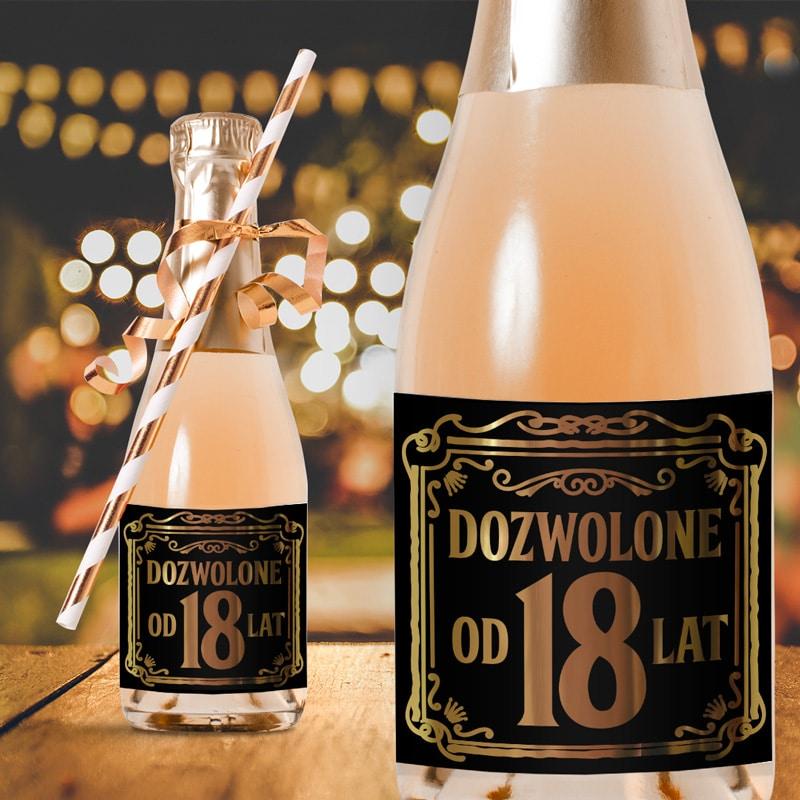 Samoprzylepne etykiety na mini szampany na okazję 18 urodzin. Na czarnym tle złote napisy dozwolone od 18 lat.