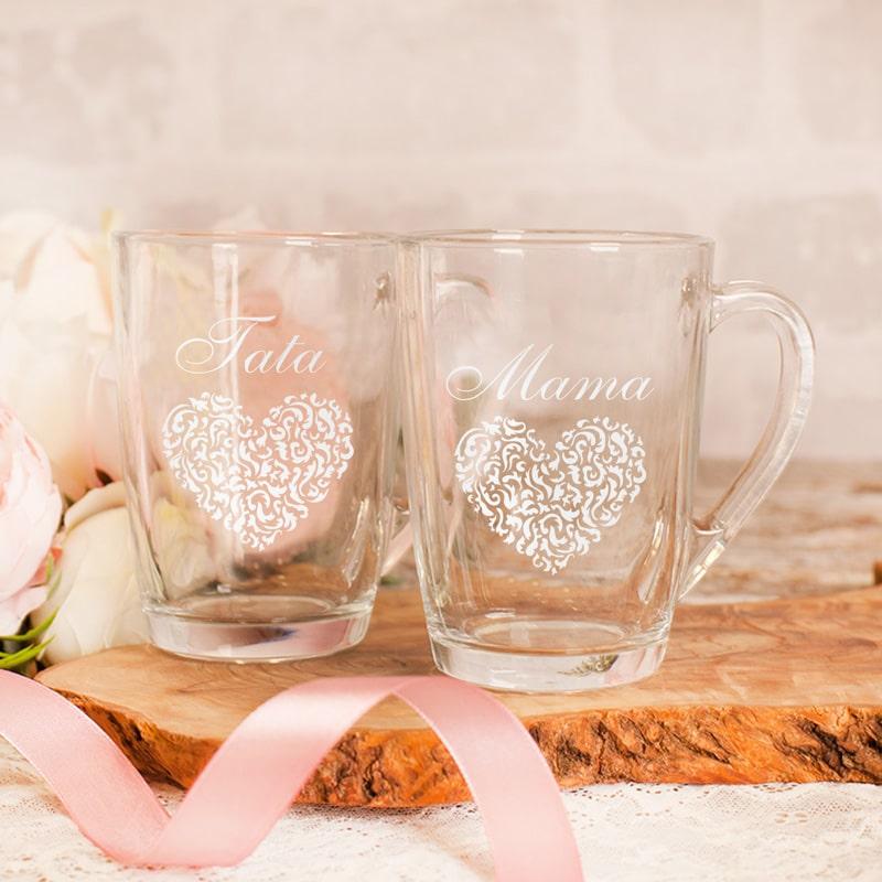 Zestaw szklanek dla mamy i taty z grawerem i z ażurowym sercem.