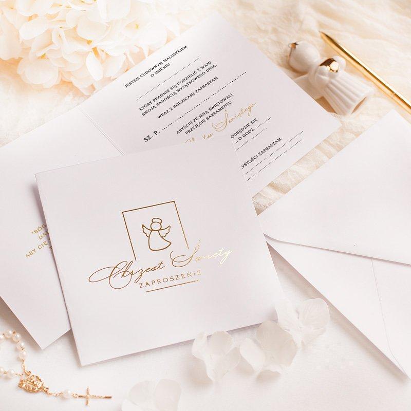 Eleganckie zaproszenia na Chrzest Święty w biało-złotej tonacji. Wzbogacone o pozłacaną grafikę aniołka.