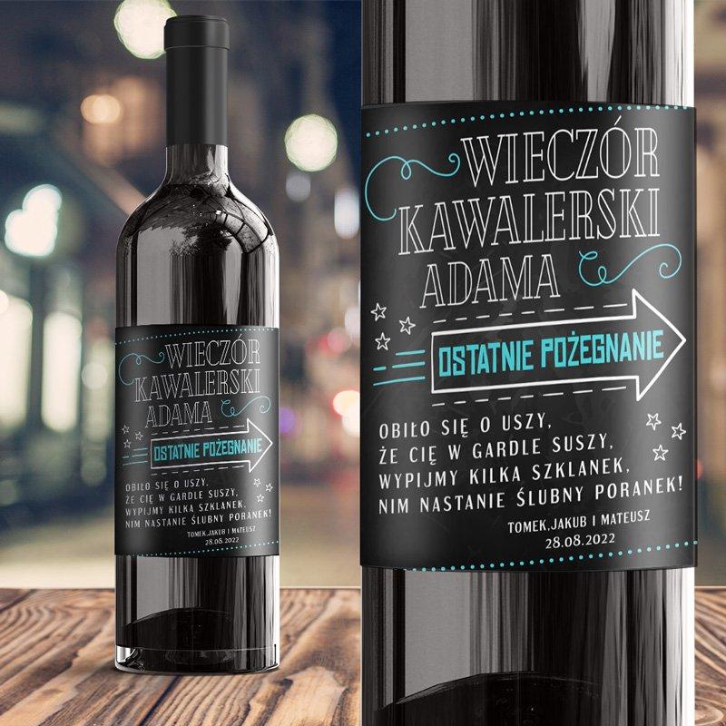 Etykieta na alkohol na kawalerski, personalizowana na wieczór kawalerski. Na czarnym tle znajduje się zabawny wierszyk.