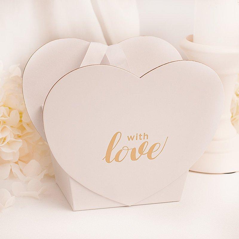 Pudełko serce na prezent, z pozłacanym napisem na froncie: with love ze wstążkami. Ścianki w kształcie serca.