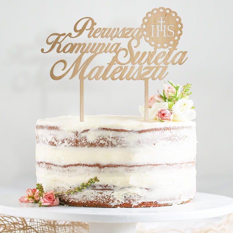 Topper na tort komunijny z symbolem IHS. Idealna dekoracja tortu dla dziecka, z jego imieniem.
