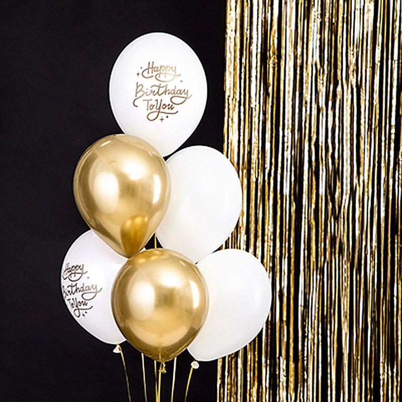 Balony dekoracyjne na urodziny w biało-złotej kolorystyce. Idealnie sprawdzą się do dekoracji wnętrza.