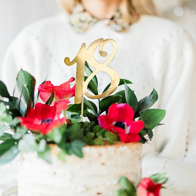 Zdjęcie w galerii - TOPPER na tort Urodzinowy Liczba w Złotym Kolorze
