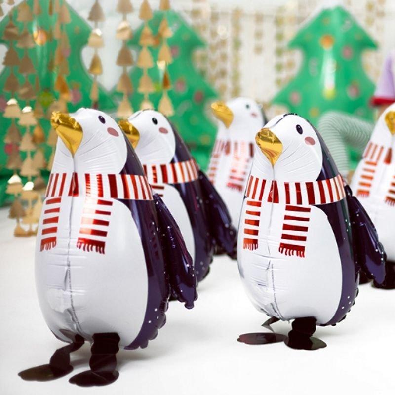 Dekoracyjny balon świąteczny w postaci pingwina w czarno-białej kolorystyce. Modny dodatek na święta.