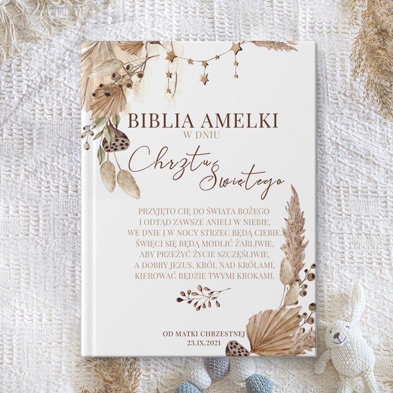 Biblia na chrzest w stylu boho idealnie sprawdzi się jako prezent dla chłopca, dziewczynki.