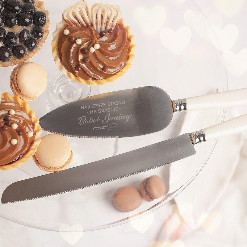 Zestaw nóż i łopatka personalizowana z grawerem to wyjątkowy prezent dla kobiety.
