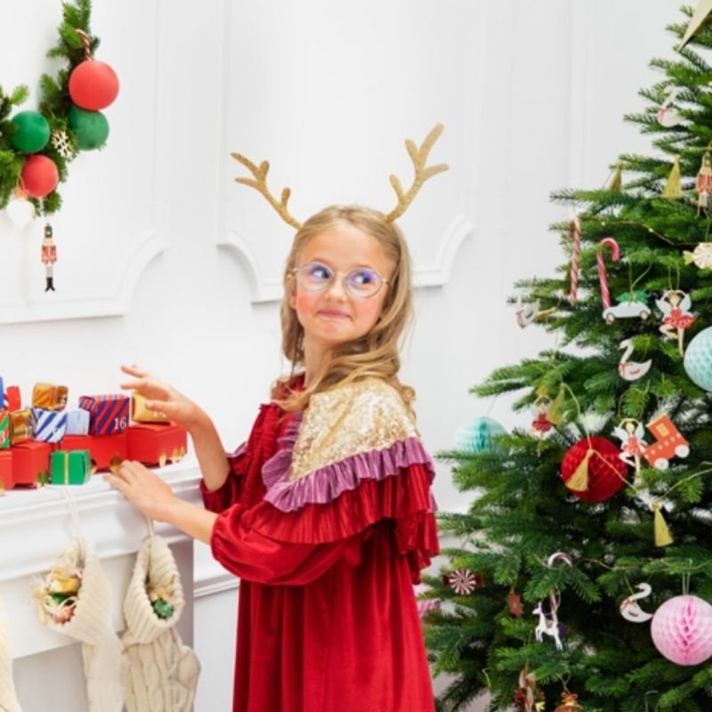 Opaska świąteczna rogi renifera idealnie sprawdzi się jako dodatek na Święta Bożego Narodzenia.