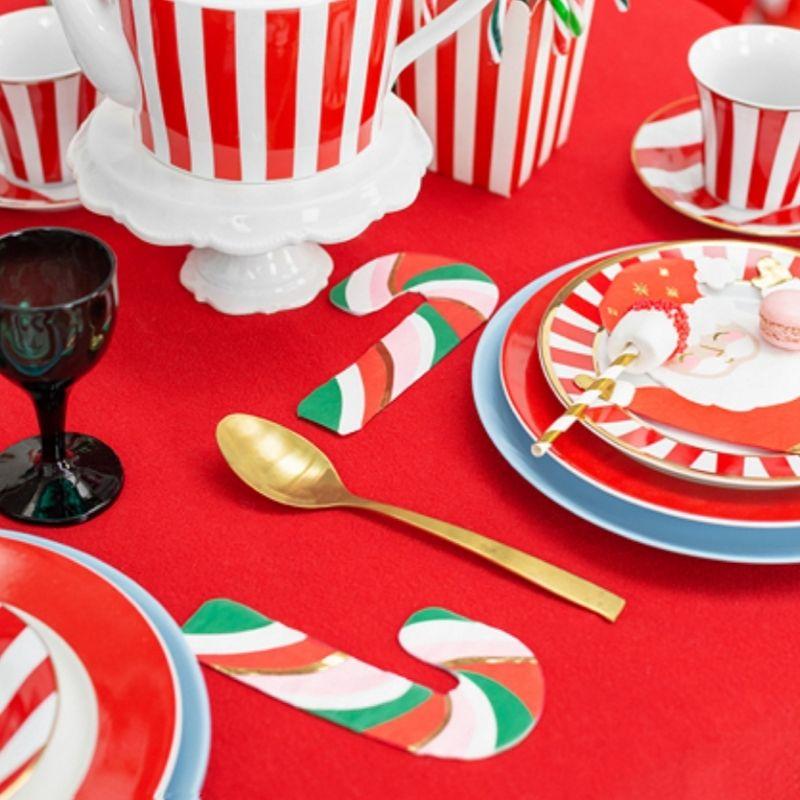 Dekoracyjne serwetki świąteczne to idealna ozdoba stołu. Serwetki w kształcie cukrowej laski.
