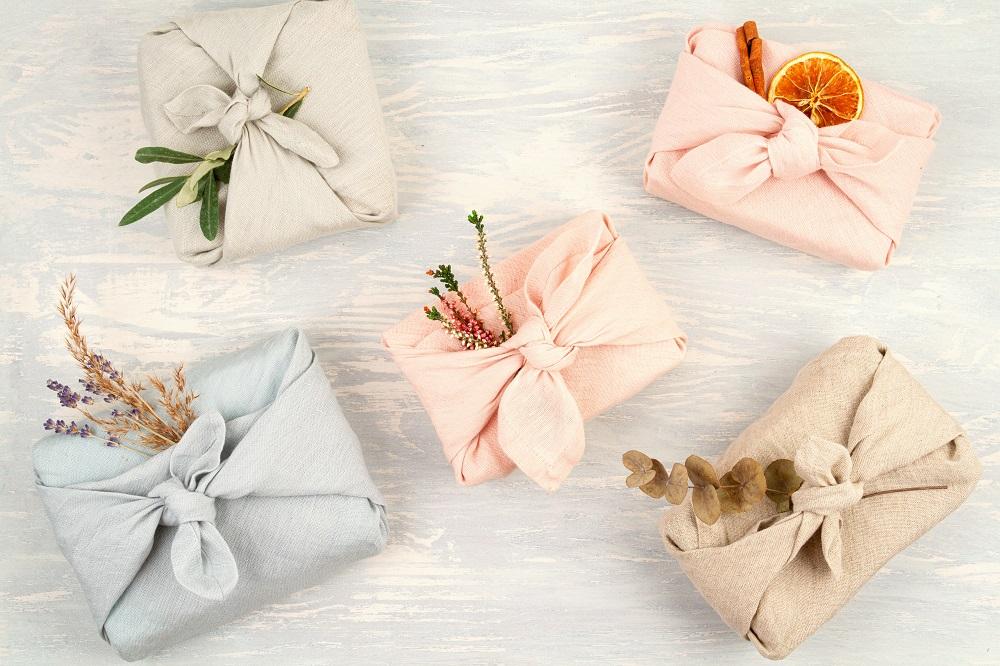 Zdjęcie posta - Jak szybko spakować podarunek? Przedstawiamy Wam pakowanie prezentów po japońsku!