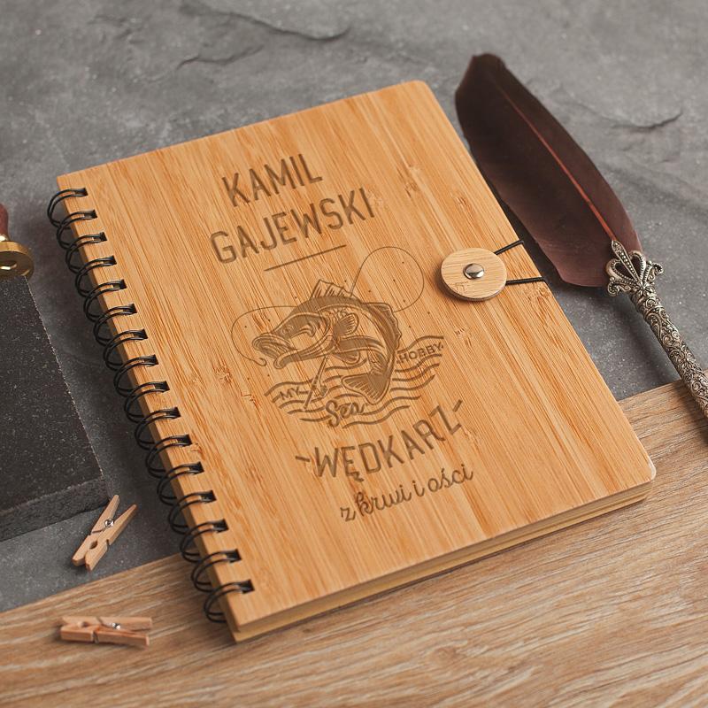 Zdjęcie w galerii - NOTATNIK z bambusową oprawą Prezent dla Wędkarza