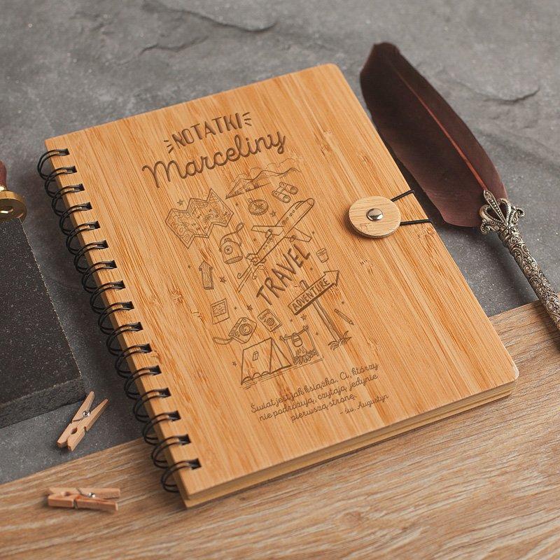 Zdjęcie w galerii - NOTATNIK podróżnika z bambusową okładką TRAVEL & ADVENTURE